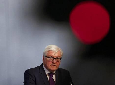 Torstaina Puolaan matkustava Saksan ulkoministeri Frank-Walter Steinmeier korosti, että hän aikoo lähestyä puolalaisia sovinnollisesti.