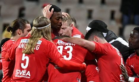 Helsingin IFK joutuu tavoittelemaan liigapaikan säilyttämistä FC Honkaa vastaan.