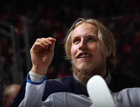 Patrik Laine valmistautui otteluun New Jersey Devilsiä vastaan 8. maaliskuuta 2018.