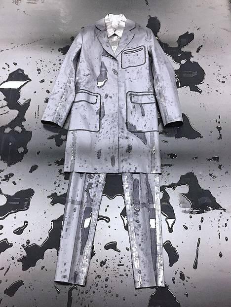Arttu Åfeldt yhdistää mallistossaan klassiset miesten vaatteet pelien estetiikkaan ja koulupukuihin.