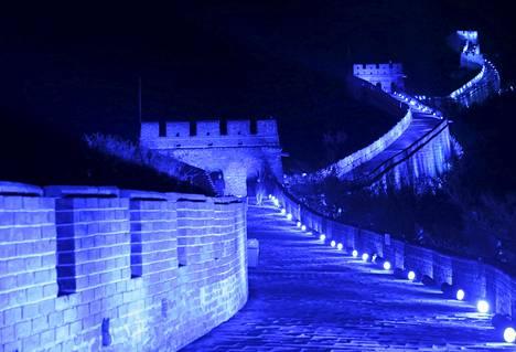 Kiinan muuri valaistiin siniseksi YK:n 70-vuotispäivän kunniaksi.