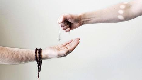Toistatuhatta turvapaikanhakijaa kertoi Suomessa viime vuonna kääntyneensä kristinuskoon.