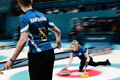 Suomalaispari Oona Kauste ja Tomi Rantamäki karsiutui paricurlingissa jo ennen mitalipelejä.
