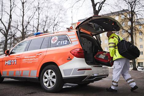 Ensihoitajien tehtävien luonne on muuttunut. Etenkään Helsingissä kaikilla ei ole sosiaalisia turvaverkkoja. Moni voi kokea, että ainoa keino saada apua on soittaa hätänumeroon 112.