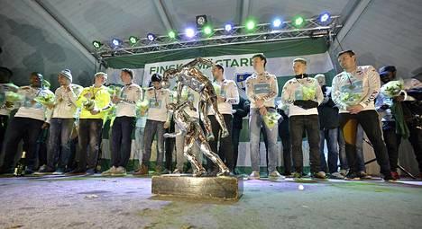 IFK Mariehamn voitti jalkapallon Suomen mestaruuden sunnuntaina ja vietti vuorokautta myöhemmin railakkaita juhlia faniensa kanssa Maarianhaminan torilla.