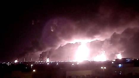 Tulipalot roihusivat Aramcon öljytuotantoalueella Abqaiqissa lauantaina.