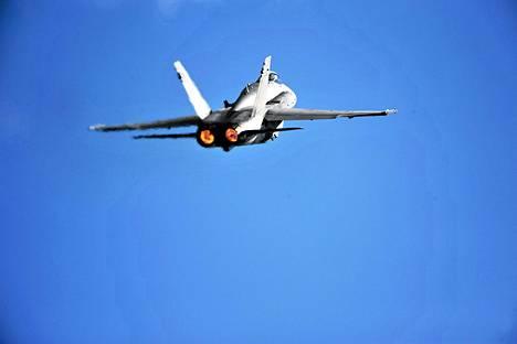 Hornet-hävittäjiä esiteltiin ilmailutapahtumassa Helsingissä vuonna 2009.