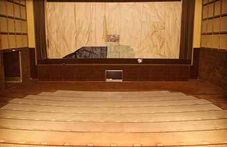 Lappeenrantalaisen Kino-Aulan sali ilman penkkejä ja valkokangasta. Ne vei pois teatterin äskettäin ostanut ja lakkauttanut Finnkino. Funktionalistista tyyliä edustanut Kino-Aula avattiin vuonna 1938.