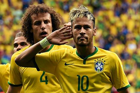 Brasilian ykköstähti Neymarin tukka on monelle matkimisen kohde. Taustalla oleva David Luiz ei taida nauttia samanlaista arvostusta.