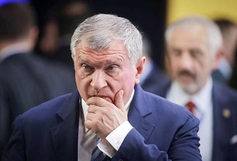 Igor Setšin Pietarissa heinäkuussa 2016 tavattuaan Venäjän presidentti Vladimir Putinin kansainvälisessä talousfoorumissa.