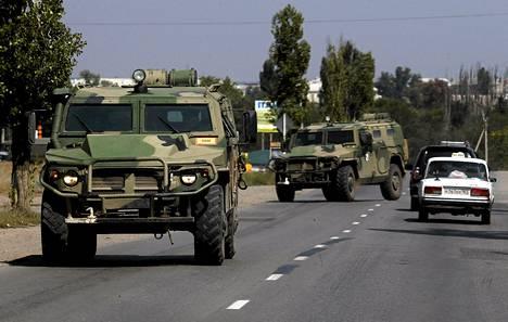 Venäläisiä sotilasajoneuvoja Rostovin alueelle lähellä Ukrainan rajaa elokuussa.