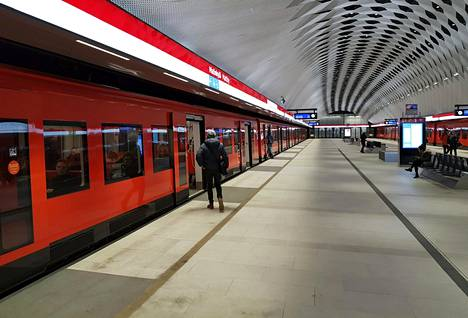 Espoon kaupunginvaltuusto päätti länsimetron kakkosvaiheen tarkennetusta hankesuunnitelmasta maanantaina.
