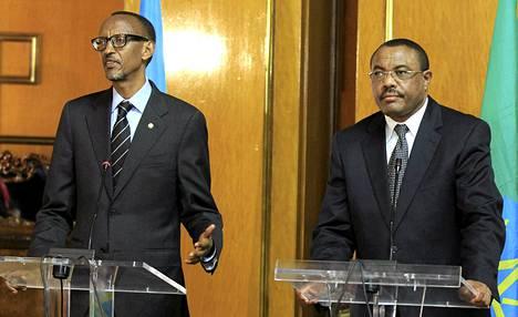 Etiopian pääministeri Hailemariam Desalegn (oik.) lehdistötilaisuudessa Ruandan presidentin Paul Kagamen kanssa Addis Abebassa huhtikuussa.