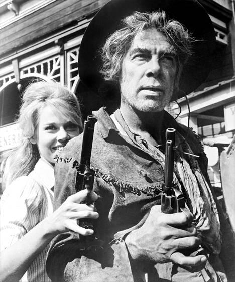 Lee Marvin näytteli elokuvassa Jane Fondan rinnalla.