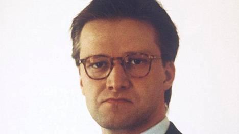 Vuonna 1993 Taneli Mäkelä näytteli sijoittaja Hietamaata.