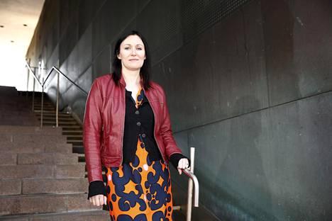 Tiina Raevaara vie lukijan pahuuden ja hyvyyden lähteille.