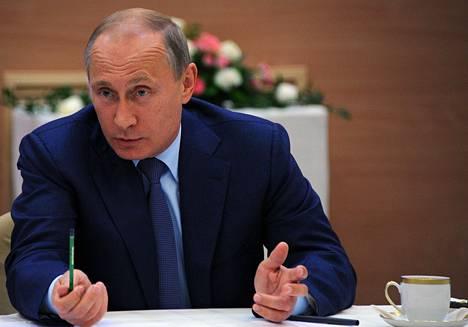 Venäjän presidentti Vladimir Putin puhui nuorille tutkijoille Sarovin ydintutkimuskeskuksessa perjantaina.