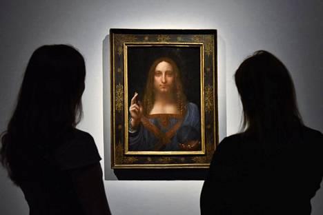 Salvator Mundi -teos oli esillä Christie's-huutokauppakamarissa Lontoossa lokakuussa 2017.