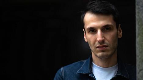 Nyt ilmestyvä kolmas romaani Bolla jatkaa vakuuttavasti Pajtim Statovcin kansainväliselle tasolle noussutta uraa.