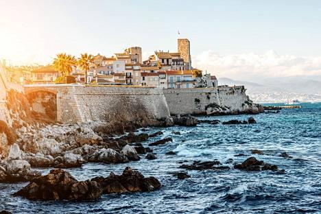 Antibes on suosittu matkakohde Nizzan ja Cannesin välisellä rannikolla.