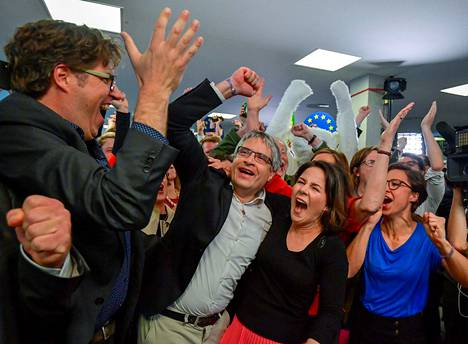 European election candidate Sven Giegold (second from left) and Annalena Baerbock (second from right) will celebrate the Greens' good result in the European elections in spring 2019.