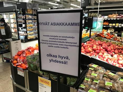 Klaukkalan K-Citymarketin kauppias Tomi Huuho toivoo, että kaikki Suomen kauppiaat lähtisivät mukaan tukemaan yrittäjiä, jotta yrittäjien toiminta voisi jatkua koronakriisistä huolimatta.