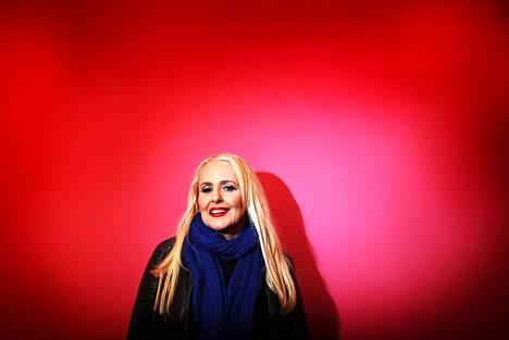 """""""Minä olen itseni pahin kriitikko"""", sanoo Maarit Hurmerinta, jonka ensimmäinen levytys julkaistiin 1972."""