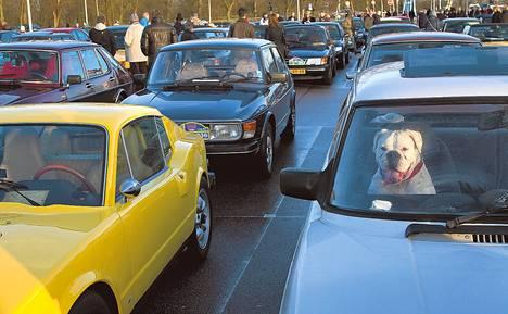 Saabien omistajat kokoontuivat osoittamaan mieltään Hollannissa vuonna 2010, kun General Motors oli aloittamassa Saabin alasajoa.