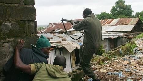 Charles Taylorin joukot taistelivat kapinallisjoukkoja vastaan Monroviassa vuonna 2003.