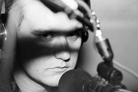 Dj General Njassa Radio Cityn studiossa 1980-luvun lopulla.