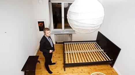 Samuel Törmälä esitteli vuokrayksiötä Kruununhaassa viime vuoden lokakuussa.
