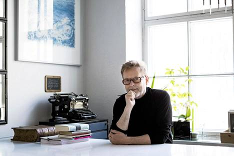 Kirjailija Juha Siro tunnetaan myös runoilijana.