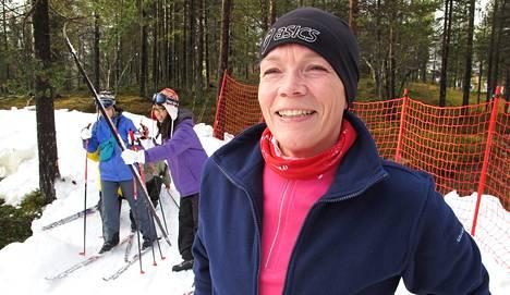 Minna Kieleväinen hiihti ensi kertaa elämässään ensilumen ladulla Saariselällä.