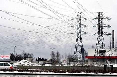 Sähkönsiirtoyhtiö Carunan sähköverkkoa Espoon Finnoossa.