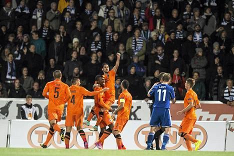 Näin Club Bruggen pelaajat juhlivat ottelun avausmaalia.