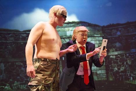 Ole Øwre on Putin ja Pia Runnakko Trump Lilla Teaternin poliittisessa revyyssä.