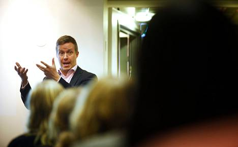 Pääministeri Jyrki Kataisen entinen erityisavustaja, toimitusjohtaja Jussi Kekkonen luo verkostoja. Miltton Networksin tiistaiseen aamiaistapaamiseen ilmoittautuneesta 70 kansalaisjärjestötyöntekijästä vain kymmenen oli miehiä.
