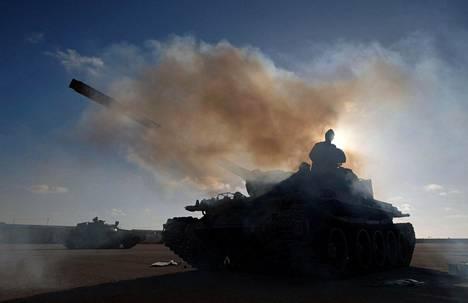 Khalifa Haftarin johtamat joukot suuntasivat lauantaina kohti Tripolia.
