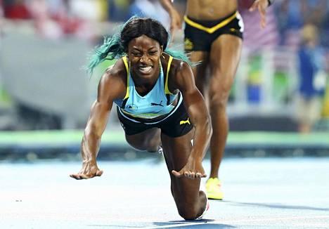 Shaunae Miller heittäytyi maalilinjan yli ja voitti olympiakultaa 400 metrillä.
