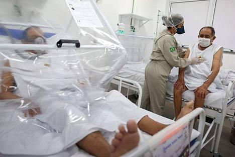 Koronapotilaita hoidettiin Brasilian Manaussa kesäkuun alussa. Useissa osissa Brasiliaa terveydenhoito on hyvää, mutta hallituksen kaoottiset koronatoimenpiteet ovat johtaneet kriisiin.