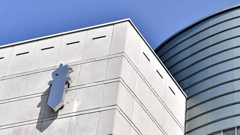 Helsingin käräjäoikeudessa käsiteltiin juttua, jossa keskusrikospoliisin rikosylikomisario ja rikosylikonstaapeli olivat syytteessä tuottamuksellisesta virkasalaisuuden rikkomisesta.