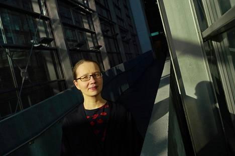 Japanologi ja suomentaja Raisa Porrasmaa on asunut Japanissa yhteensä seitsemän vuotta ja seurannut japanilaisten naisten elämää läheltä.