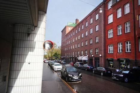 Koronaviruskriisi on keikuttanut asunto-osakeyhtiö Joukolan taloutta.