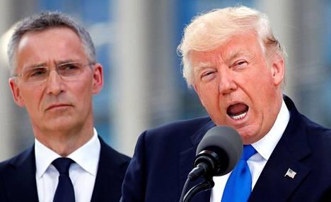 Naton norjalainen pääsihteeri Jens Stoltenberg on ottanut hyvin sovittelevan roolin suhteessaan Yhdysvaltain presidenttiin Donald Trumpiin, joka on useaan kertaan kyseenalaistanut Naton merkityksen Yhdysvalloille ja uhannut jopa sillä, että Yhdysvallat jättää sotilasliiton.