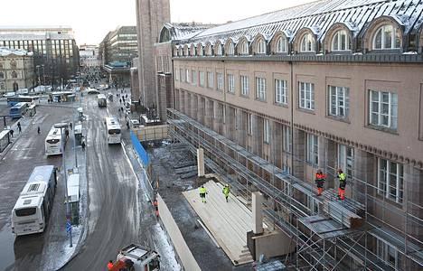 Hotelliksi muunnettava päärautatieaseman hallintosiipi on rakennuskompleksin vanhin osa.