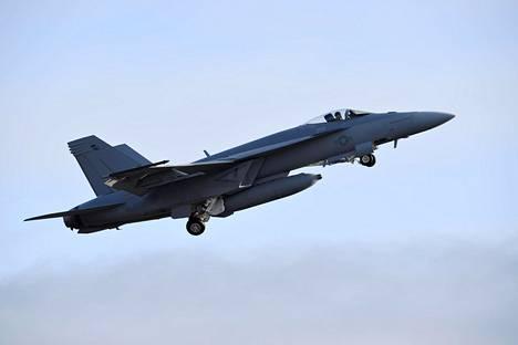 Yksipaikkainen Boeing F/A-18E Super Hornet lensi Ilmavoimien HX Challenge -testaustapahtumassa Pirkkalassa viime vuonna.
