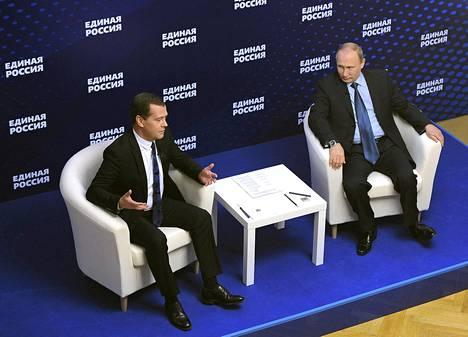 Pääministeri Dmitri Medvedevin johtama hallitus laittaa hanttiin presidentti Vladimir Putinille.