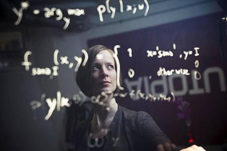 Utopia Analyticsin toimitusjohtaja Mari-Sanna Paukkeri tutki väitöskirjassaan tekstin automaattista analysointia.
