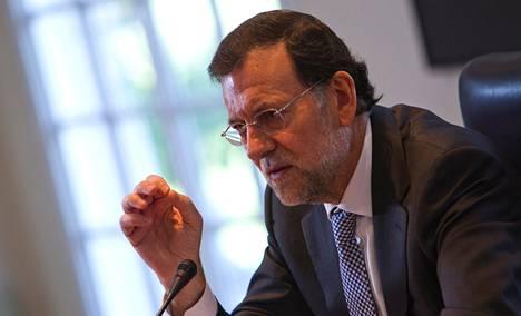 """""""Minä en ole pyytänyt vakuuksia Kreikalta enkä keneltäkään"""", Espanjan pääministeri Mariano Rajoy sanoi tiistaina antamassaan harvinaisessa haastattelussa. Rajoy muistutti, että Espanja on tukenut kriisimaita suuremmilla summilla kuin Suomi."""
