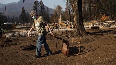 Chris Lyon, 71, menetti kotinsa Detroitin pikkukaupungissa Oregonissa syyskuussa.